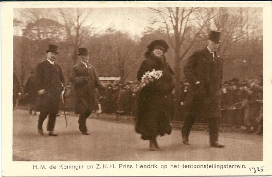 Prentbriefkaart van bezoek Koningin Wilhelmina en prins-gemaal Hendrik aan de Internationale Voorjaarstentoonstelling Heemstede in 1925