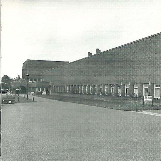 In 1885 is de Hollandsche Cultuur Maatschappij opgericht, welk bedrijf zich richtte op grootschalige export van bloembollen. In 1924 ontwierp architect J.Zietsma een nieuw bedrijfspand voor de 'Bulb'. In 1930 ging dit bedrijf failliet. Het gebouw, Leidsevaartweg 1 ligt in Heemstede vlakbij Bennebroek, en is tegenwoordig een provinciaal monument