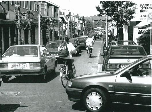 Verkeersdrukte op de Binnenweg in 1990