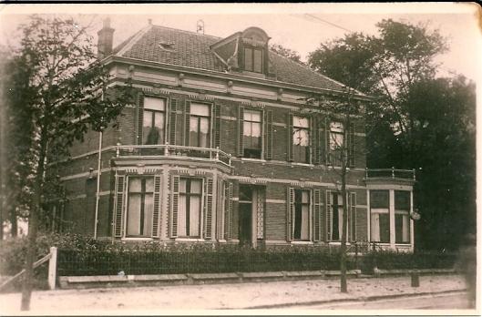 Landhuis aan de Binnenweg nabij de huidige Julianalaan omstreeks 1925