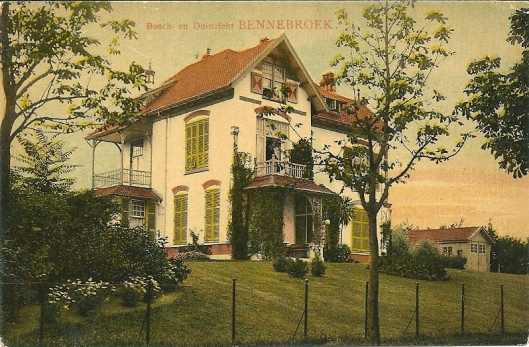 De villa Bosch en Duinzicht, vroeger bewoond door burgemeester mr.K.J.G.baron van Hardenbroek en zijn familie