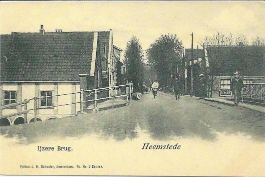 De IJzeren Brug tussen Raadhuisstraat en Binnenweg . Over de Brug (Binnenweg) links smederij Van den Asdonk en rechts het huis van vervoerder Huijg