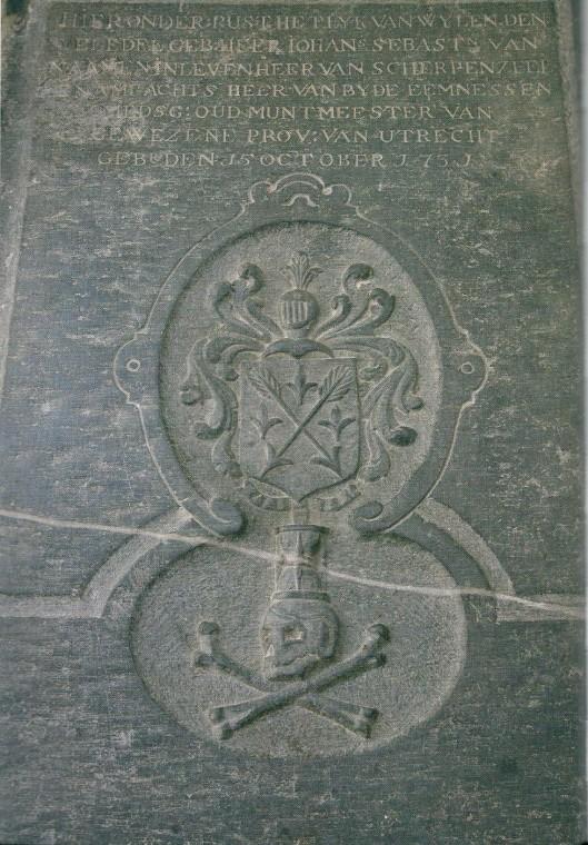 Het graf van Johannes Sebastiaan van Naamen (1731-1812), heer van Scherpenzeel en ambachtsheer van 'beide Eemnessen'in de Nicolaaskerk van Eemnes-Buiten (foto Frits Kraaijenhagen)