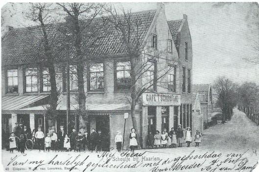 Oude ansichtkaart van café 't Schoutje bij de Schouwtjesbrug aan de Leidsevaart
