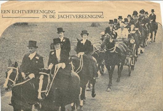 In Groenendaal is het huwelijk voltrokken tussen mej.H.Hartogh Heys van Zouteveen en de heer J.M.J.F. Erens, beiden lid van de Haarlemsche Rij- en Jachtvereeniging. Het bruidspaar maakte een rijtoer door het Groenendaalse bos