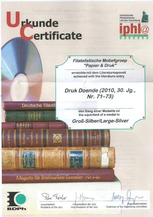 Tijdens de bijeenkomst 2012 in Mainz bij gelegenheid va de Internationale Philatelistische Lteratuur-Ausstellung is het tijdschrift 'Druk Doende', geredigeerd door Ton Cornet, onderscheiden met een medaille Grosz-Silber. Hierbij een scan van de oorkonde