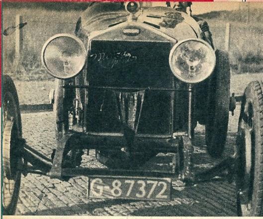 Zo begin het! De 17-jarige Lex Beels met zijn vriend Paul Richardson in een opgekalefaterde Chiribiri uit 1924.