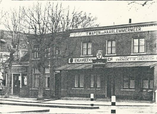 Café 't Wapen van Haarlemmermeer aan het Wilhelminaplein, hoek Camplaan