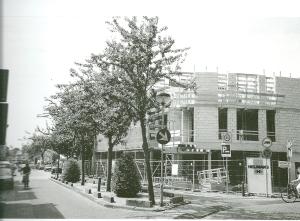 Bouw van de huidige appartementen op de hoek van de Binnenweg en Koediefslaan