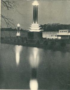Gezicht op het Floraterrein 1935 in de avondschemering