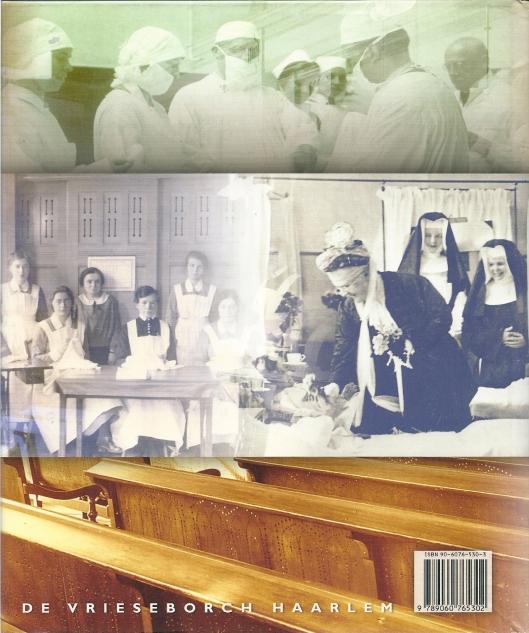 Axhteromslag boek Spaarne Ziekenhuis (2005) met o.a. foto van bezoek koningin Emma aan de Mariastichting