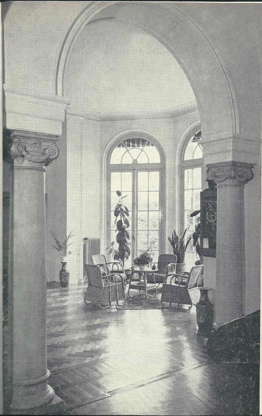 Interieurfoto van de hal in Mariënheuvel uit 1962