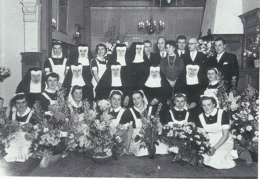 Foto genomen bij de opening van de kraamkliniek der Mariastichting in het pand Uyt den Bosch, 28 januari 1958
