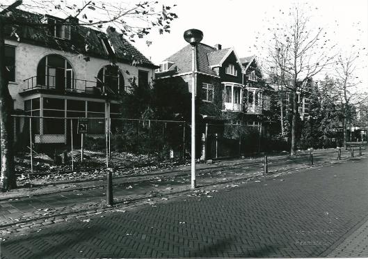 Sloop van woonhuizen Binnenweg, november 1995, t.g.v. een bankgebouw (foto Vic Klep)