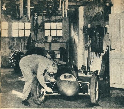 In Beels' garage in Heemstede hingen de lauwerkransen die hij had gewonnen. Dagelijks sleutelde hij om nieuwe lauweren te oogsten.