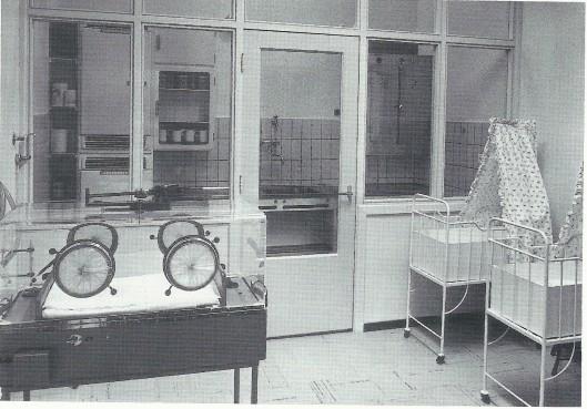 De couveusekamer in kraamkliniek Uyt den Bosch in 1958