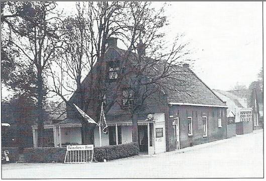 Café Het Hoekje, het café van Jansen op de hoek van de Leidsevaart en de Zandvoortselaan. Foto uit 1958