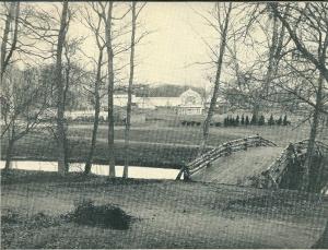 Nog een foto van de Flora 1935 in wording. Gezicht op het bloemenpaleis langs de in aanbouw zijnde muziektempel