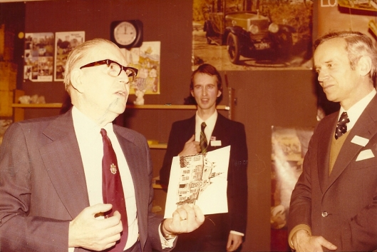 In the Heemstede public library, Aopril 1976. Left mr. W.F.Fowler, mayour of Leamington, in the middle directir Hans Krol and to the right mayor W.H.DQuarles van Ufford.