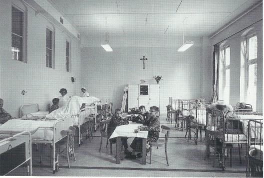 De jongenszaal van de kinderafdeling der Mariastichting in 1964