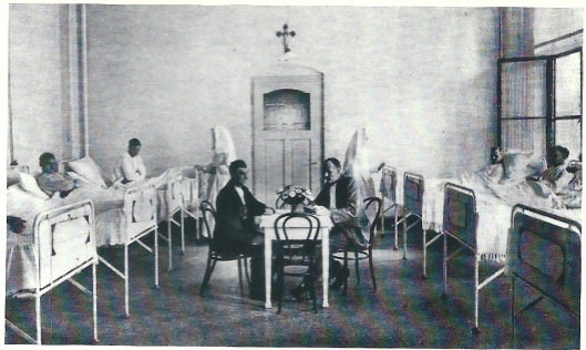 Een kijkje op één van de zalen der mannenafdeling in de Mariastichting Haarlem in 1929