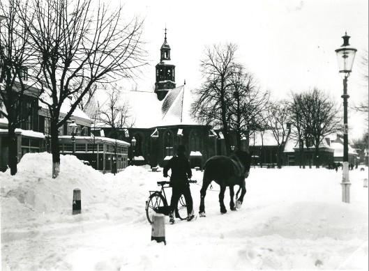 Foto van het Wilhelminaplein Heemstede in oorlogstijd, 6 februari 1942