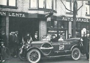 Achter het stuur C.L.J.van Lent de de autogarage oprichtte - in 1907 begonnen als rijwielzaak in de Kerklaan. later werd hij dealer van o.a. Buick en Chevrolet. In 1979 is het bedrijf aan de Raadhuisstraat afgeboken om plaats te maken voor o.a. een AMRO-bank en appartementen