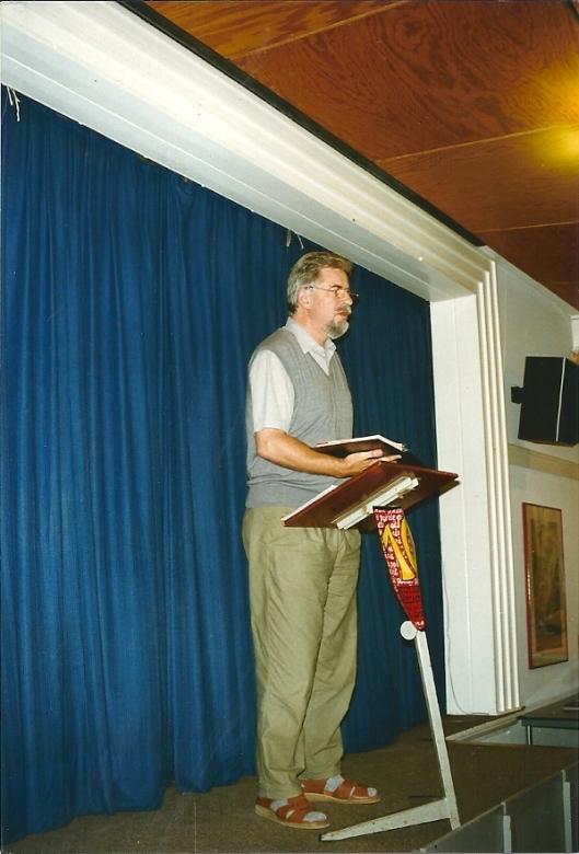 I.M. Dichter Rob Smit (1936-1997) tijdens zijn laatste voordracht in de bibliotheek van Heemstede