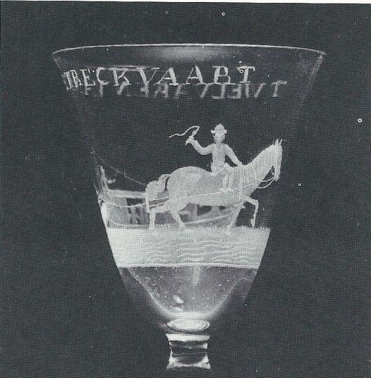 Kelkglas omstreeks 1750 vervaardigd in opdracht van het schippersgilde om te drinken op 'Het Welvaren van de Trekvaart' (Frans Hals Museum)