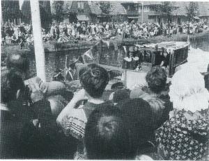 In 1978 is ide viering van 325 jaar Bennebroek op grootse wijze gevierd. Hier arriveert ambachtsheer Adriaan pauw jr. per boot.