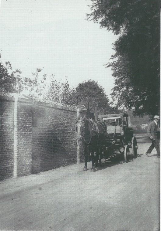 De Emauslaan op de grens sinds 1927 van Haarlem en Heemstede. Foto van Leonard Baruch