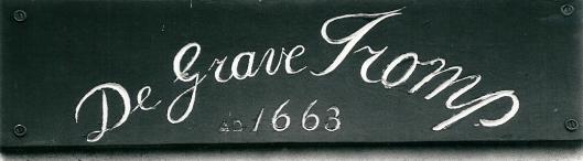 Opschrift 'de Graeve Tromp', Binnenweg 14 Bennebroek. Thans woonhuis, voorheen ook herberg