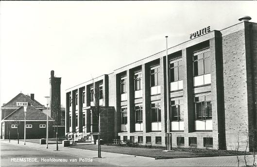 Voormalig politiebureau Heemstede aan de Cruquiusweg waar na een verbouwing aannemer Thunnissen is gevestigd