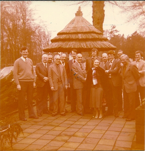 Leden van de motiefgroep Papier en Druk bijeen, maart 1980