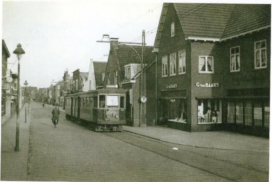 Drogisterij Van Baars in de tijd dat de electrische tram nog over de Binnwen reed (tot 2 januari 1949)