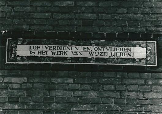 Tegeltableau Bosboom Toussaintlaan met citaat van Nicolaas Beets (foto Vic Klep)