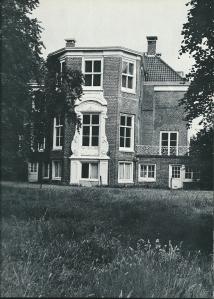 Achter-/tuinkant van landhuis Ipenrode
