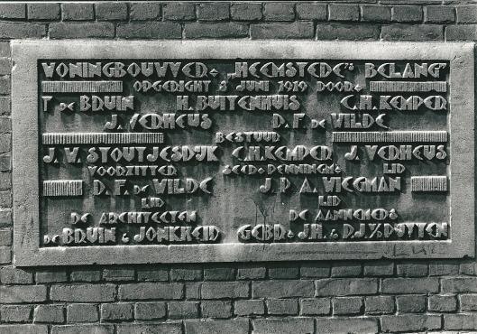 Gedenksteen woningbouwver. 'Heemstede's Belang', Nicolaas Beetsplein (foto Vic Klep)