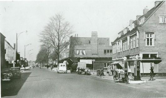 Gatsonides heeft ook een aantal jaren een garage gehad op het adres Zandvoortselaan 4 nabij de Herenweg in Heemstede. Bij garagebedrijfb Roozekrans van Gatsonides lwam in de jaren 1935-1938 een dependande van de (intussen ex-) Ford-dealer de Haarlemse Auto Centrale , die daar gebruikte modellen stalde en verkocht.