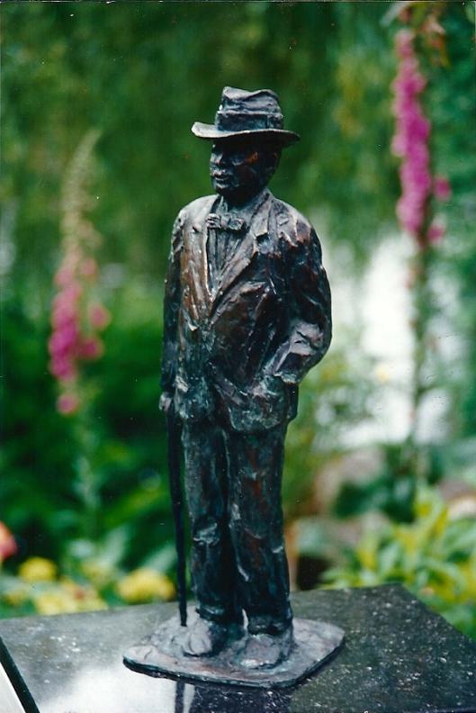 Nog een foto van sculptuur J.P.Thijsse door Ellen Wolff