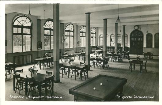 De grote recreatiezaal van seminarie Hageveld Heemstede