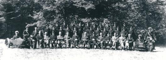 Het politirkorps van Heemstede neemt in 1949 afscheid van burgemeester jhr. Van Doorn als burgemeester en korpsbeheerder in Groenendaal