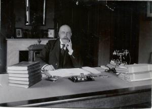 Mr.D.E.van Lennep, die in 1913 de onderhandelingen voerde met de Erven van Lennep en Groenendaal voor de gemeente wist te verwerven