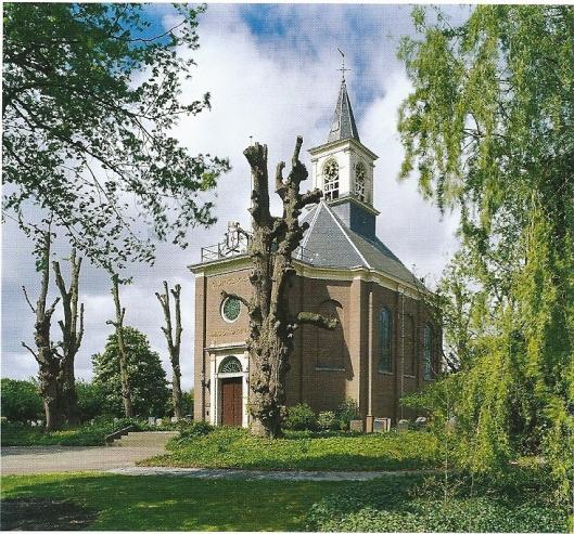 De Hervormde Kerk van Bennebroek. In 2013 verscheen een monografie over architect Adriaan Dortsman 91635-1682). Geboren in Vlissingen studeerde hij in Leiden en groeide Dortsman uit tot éen van de belangrijkste architecten van de zogenaamde Strakke Stijl (circa 1660-1710), waarin het gebruik van klassieke orden tot een minimum werd beperkt. Hij is mede beeldbepalend geweest voor de architectuur aan de Amsterdamse grachten met ontwerpen als de Ronde Lutherse Kerk (nu Koepelzaal Renaissance Hotel) , het Walenweeshuis (nu Maison Descartes) en de tweelingpanden Keizersgracht 672-674 (nu Museum van Loon)