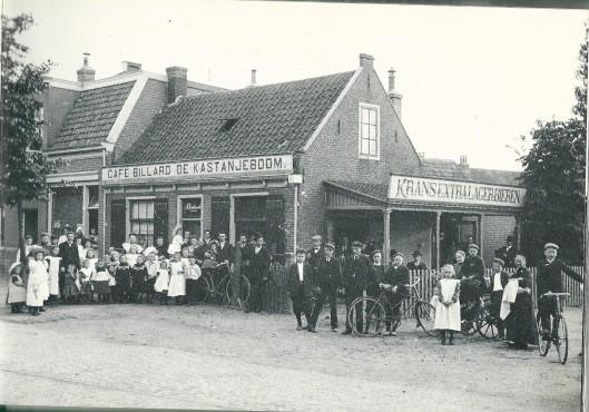 Vm. café 'de Kastanjeboom'op de hoek van de Binnenweg en Kastanjelaan met Arie Verdonschot als eigenaar