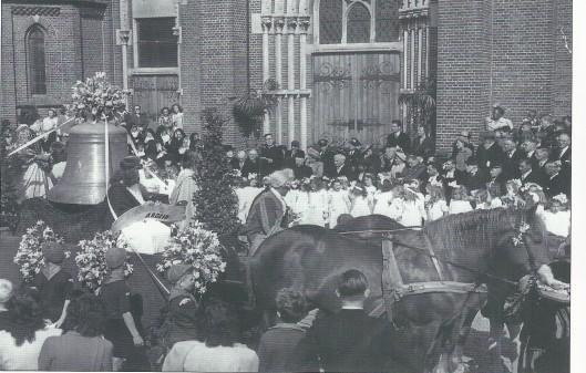 Op 22 mei 1948 zijn de verdewenen klokken van de Bavokerk vervangen door drie nieuwe. Ze wogen in totaalv 2.700 kilogram en zijn in een feestelijke optocht ingehaald door harmonie St. Michaël en omringd door bruidjes, gidsen en kabouters. Dezelfde dag zijn tevens de nieuwe luidklokken van de kerk Onze Lieve Vrouw Hemelvaart aan het Valkenburgerplein plechtig aan pastoor en kerkbestuur overhandigd.