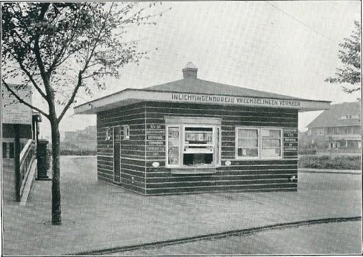 Het in 1931 geopende inlichtingenbureau vreemdelingenverkeer aan het Roemer Visscherplein in Heemstede