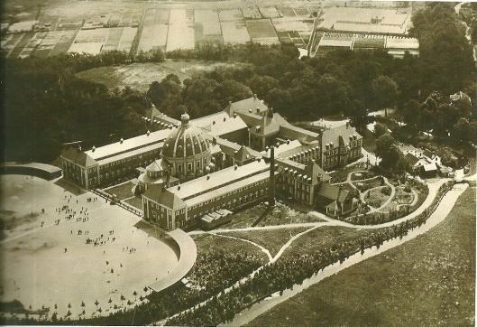 KLM luchtfoto van Aerocarto van het Hageveld-complex Heemstede