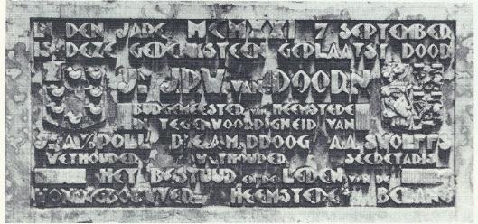 Een tweede fraaie gedenksteen van 'Heemstede's Belang is op 21 september 1921 geplaatst.