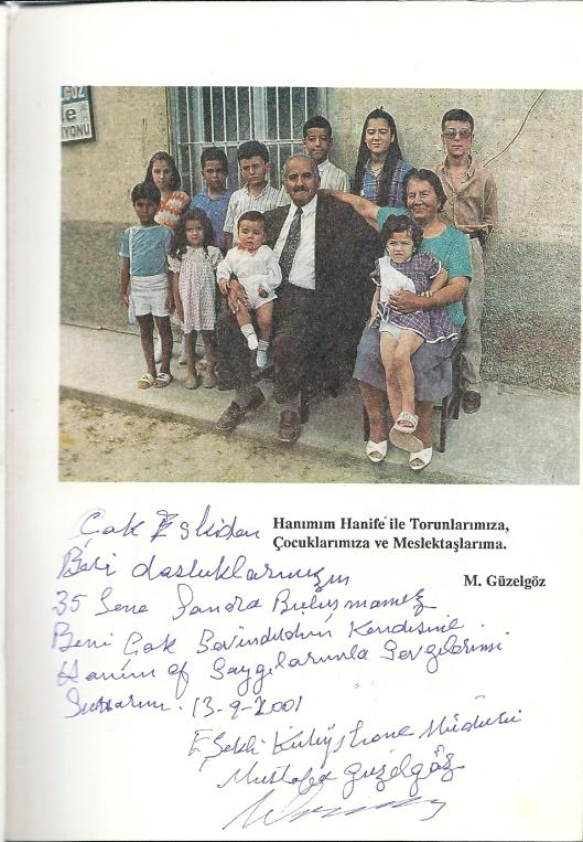 Familiefoto Güzelgöz met opdracht in de verschenen monografie uit 1991